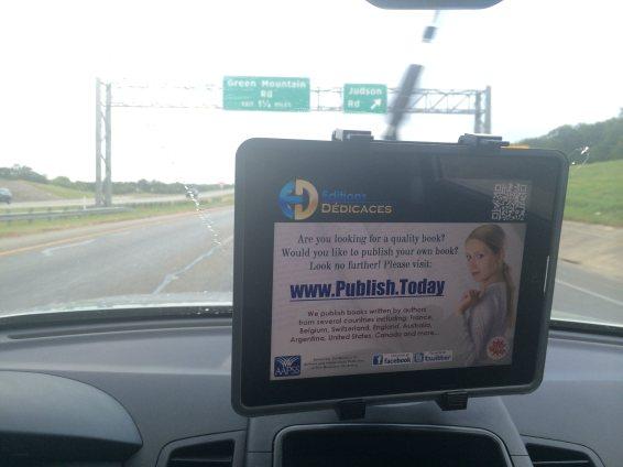La publicité des Éditions Dédicaces pour les passagers du service Uber, au Texas.