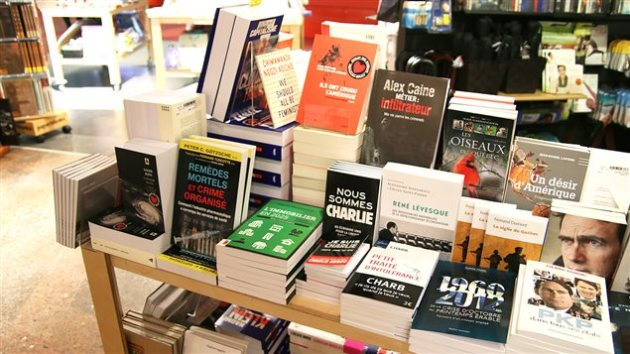 Un présentoir de livres  Photo :  ICI Radio-Canada